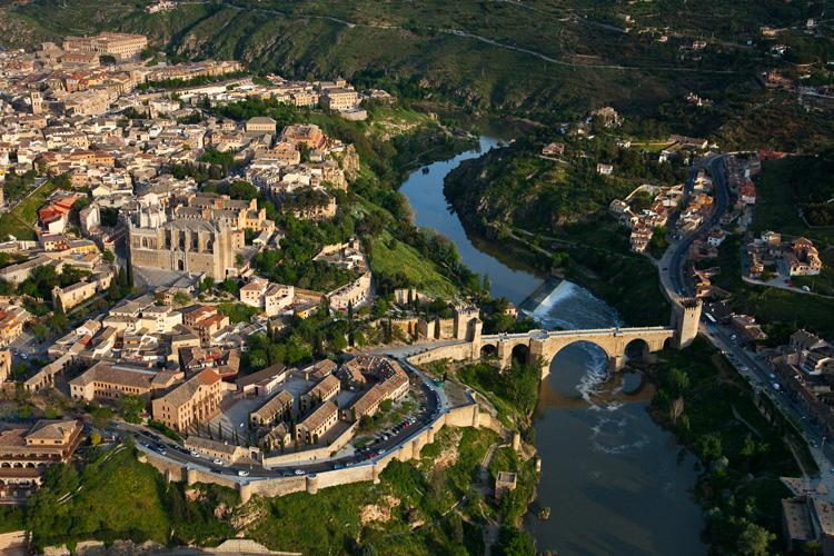 Compras dulces por Toledo y Jijona, esquí en Huesca y Navidad en Córdoba