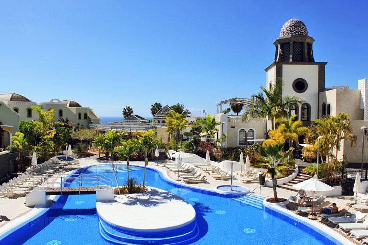 Duerme en uno de los mejores hoteles del mundo for Piscinas publicas en el sur de tenerife