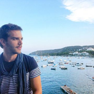El romance de Marc Clotet y Cadaqués, esencia marinera en la Costa Brava
