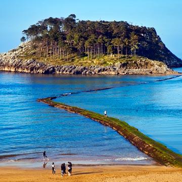 Por la costa vizcaína de las ballenas, porque ya apetecen los paseos junto al mar