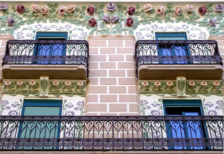 Sorbos de 'art nouveau y vermut' en la ciudad de Gaudí