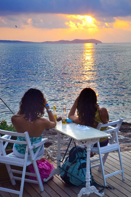 En busca de atardeceres, acantilados y calas solitarias por la Ibiza más desconocida
