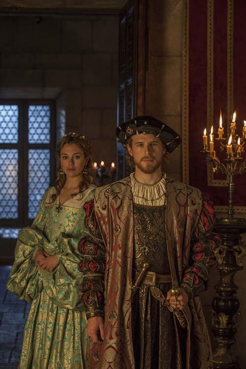 Con Blanca Suárez y Álvaro Cervantes por los escenarios más especiales de la ruta del emperador Carlos