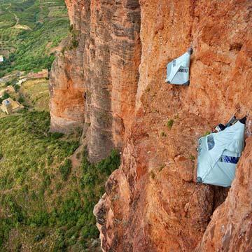Una noche en una pared vertical a 100 metros del suelo