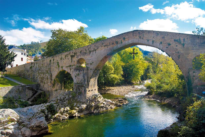 Diez pueblos muy bonitos de Asturias teñidos de verde