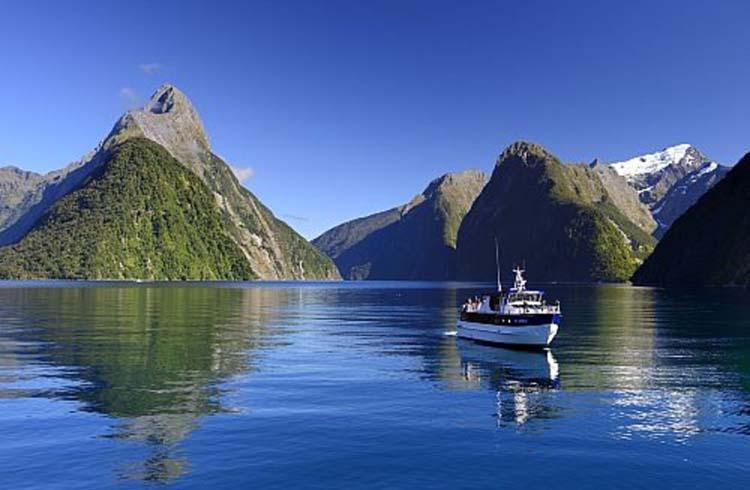 Navegando en el fiordo de Milford Sound, la tierra de los elfos y los trolls