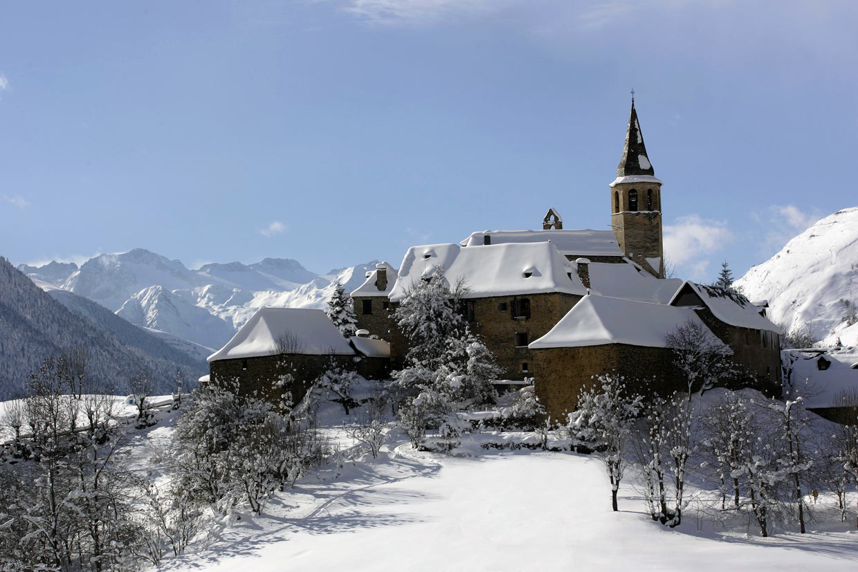 Los 14 pueblos de monta a m s bonitos de espa a - Casas espectaculares en espana ...