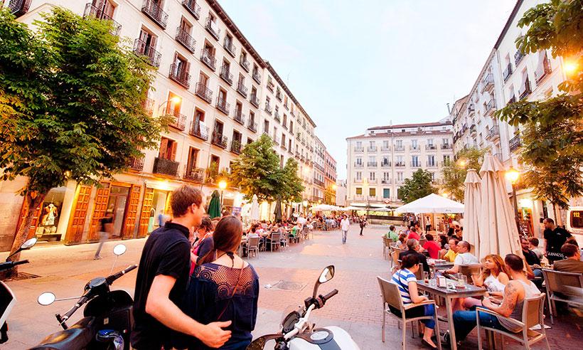 Una vuelta (o dos) por Chueca, el barrio madrileño más trendy y con más ambiente