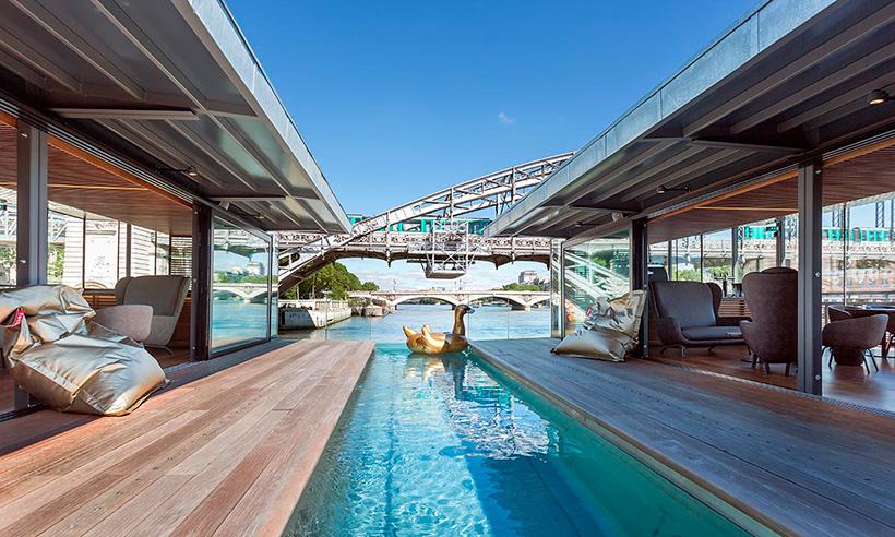 Una noche de hotel en París flotando sobre el Sena
