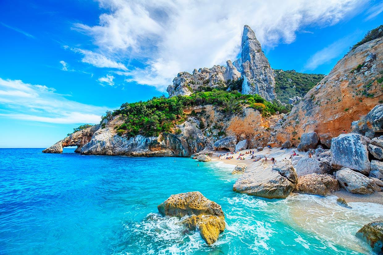 Diez playas de locura en las que perderse este verano en italia - Fotos de hamacas en la playa ...
