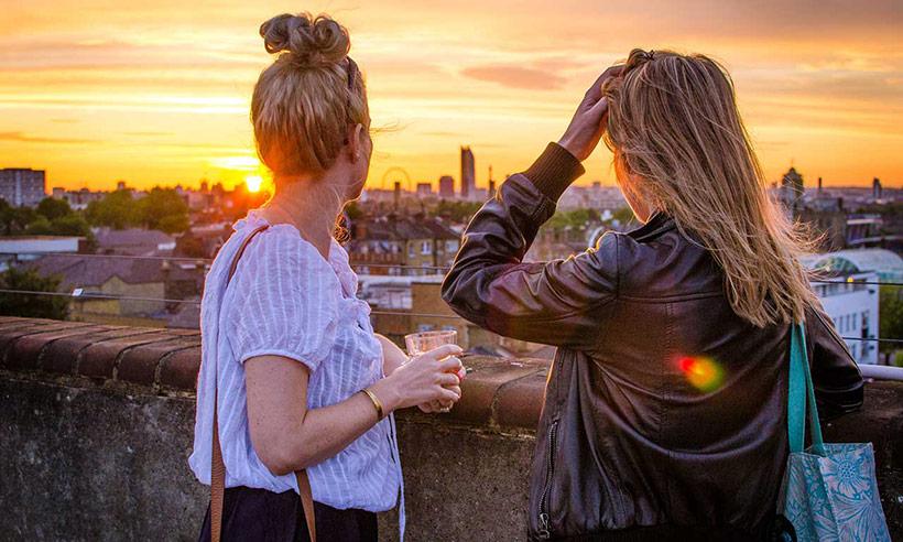 Los 5 mejores bares en las azoteas de Londres para celebrar por todo lo alto el Día de la Amistad