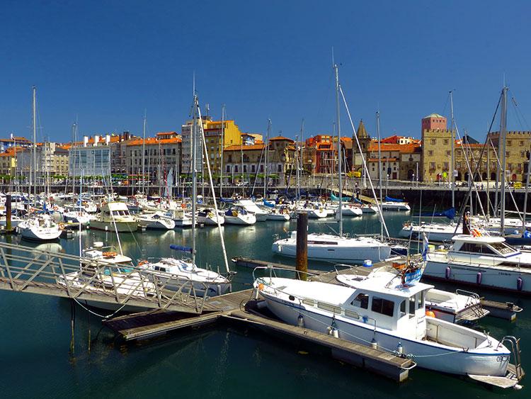 Siete lugares de gij n donde te puedes encontrar a lara - Puerto deportivo gijon ...