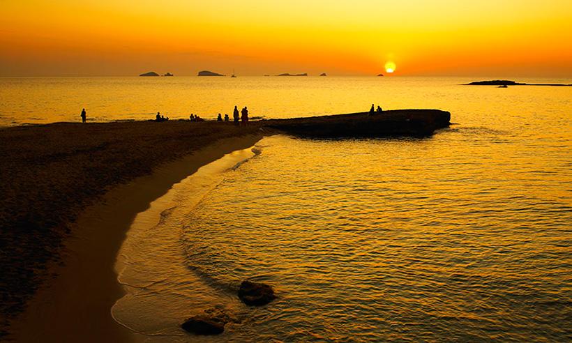 Ibiza, un paraíso hedonista en el Mediterráneo para disfrutar con la vista