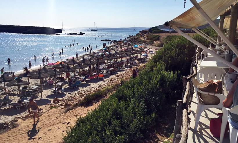 Siete chiringuitos de Menorca donde pasar las horas frente al mar