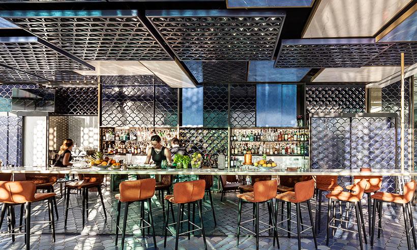 El bar de dise o m s bonito del mundo est en barcelona for Bares en madera disenos
