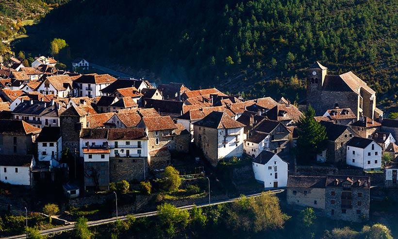 Una ruta por pueblos de postal y bosques encantados de Huesca