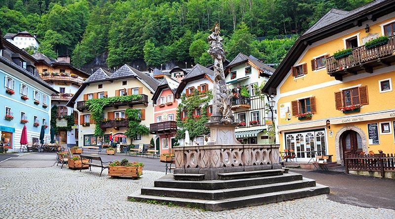 austria-Hallstatt-plaza