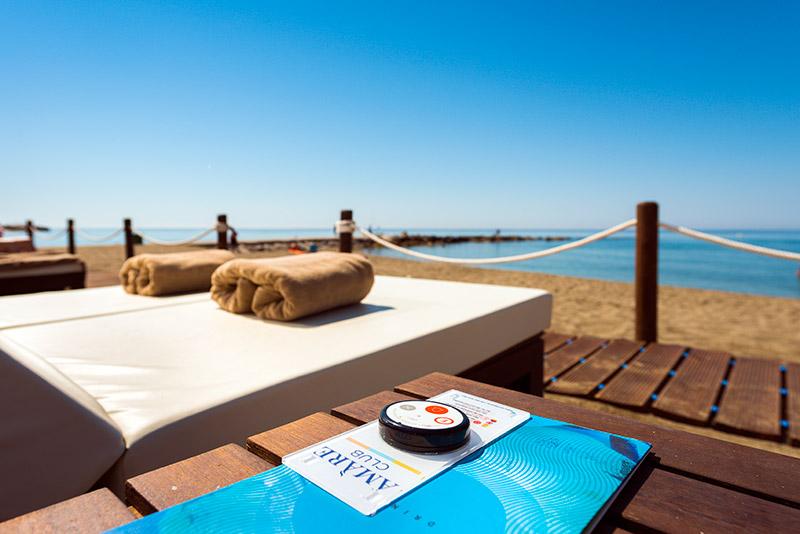 amare-marbella-beach-camas-1