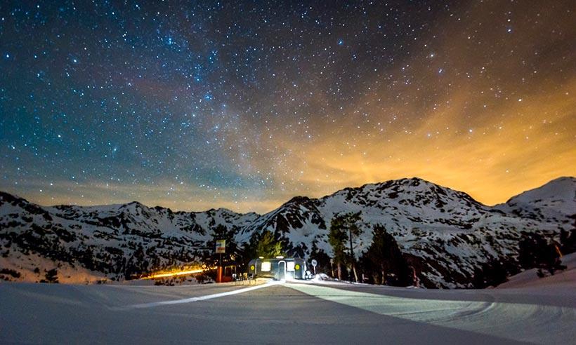 Una noche en una caravana en las montañas nevadas de Andorra