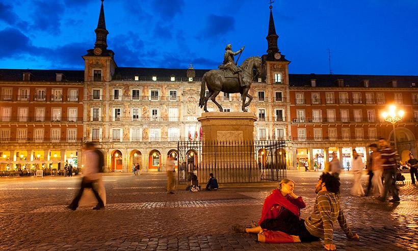 La Plaza Mayor de Madrid: 400 años de arte, tapas y aires castizos
