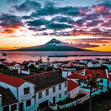 Los mejores planes para viajar con los ni os a las azores - Banarse con delfines portugal ...