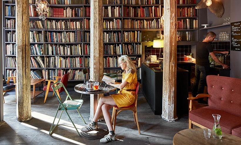 Por favor, me pone un café… y un libro