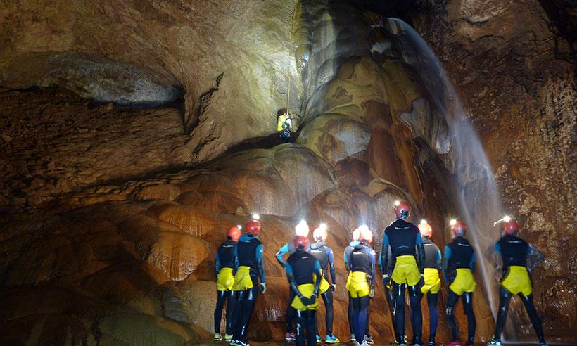 La cueva de Valporquero, la última aventura de David Bisbal