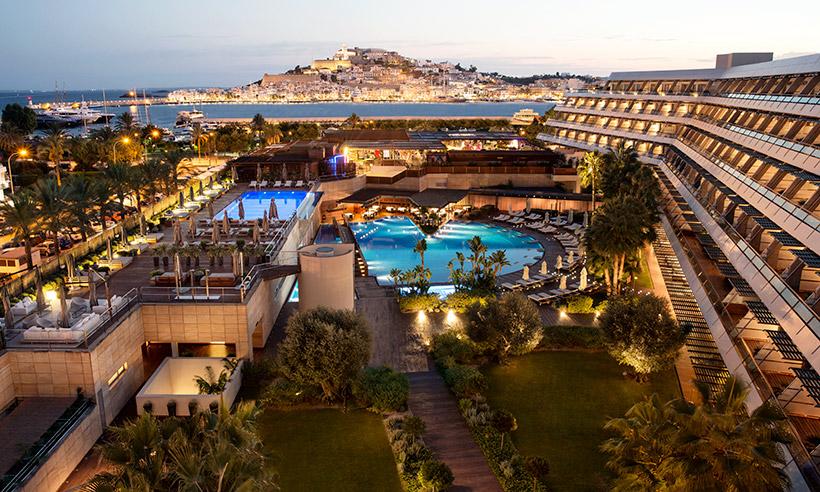 Un icono del lujo en Ibiza donde sentir que la isla gira a tu alrededor