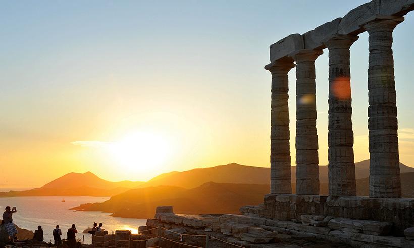 Una travesía por el Egeo de Atenas a Santorini, el mar de los héroes y los dioses