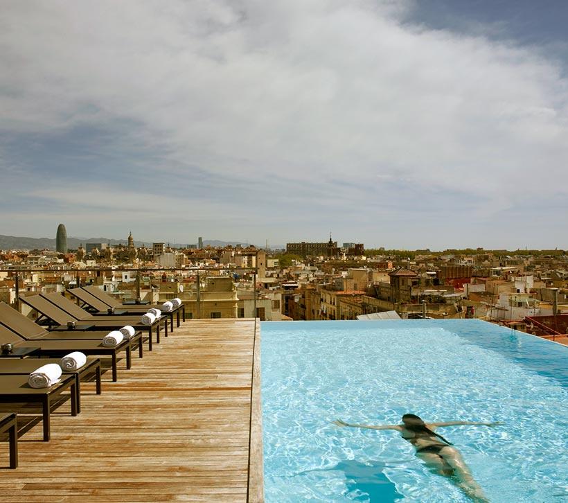 Diez ba os celestiales piscinas en azoteas de hoteles urbanos foto - Hoteles con piscina en barcelona ...