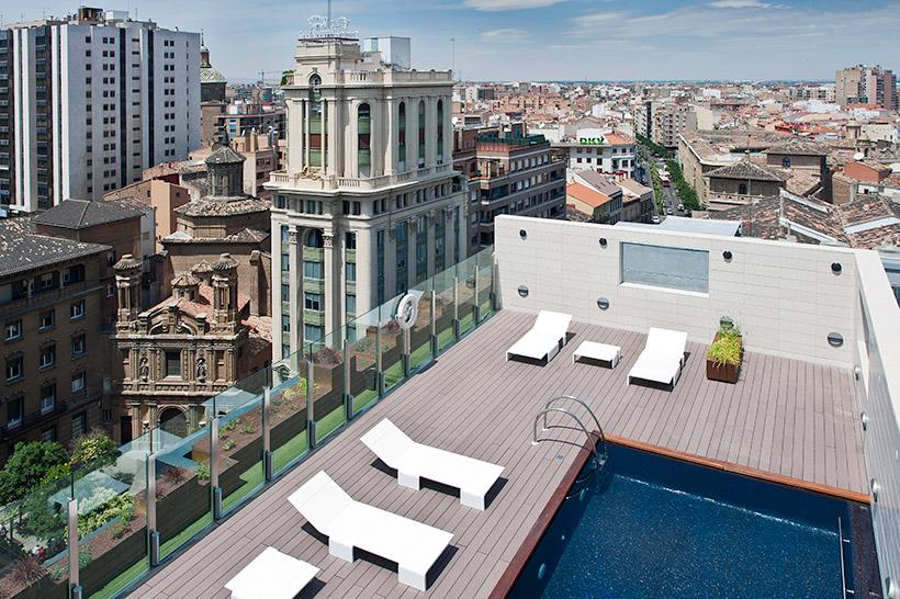 Diez ba os celestiales piscinas en azoteas de hoteles for Piscinas climatizadas zaragoza