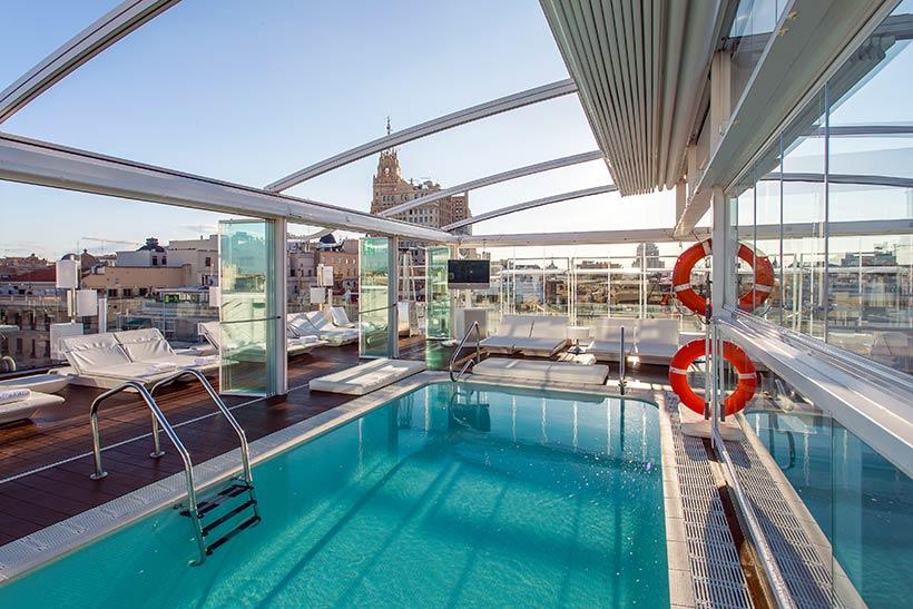 Diez ba os celestiales piscinas en azoteas de hoteles for Piscinas azoteas madrid