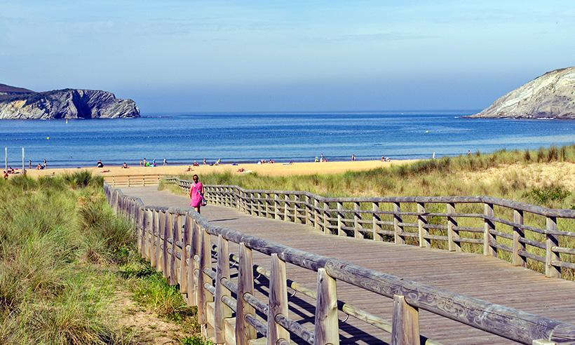 Diez playas vascas para pasear, bañarse o bailar al son de las olas