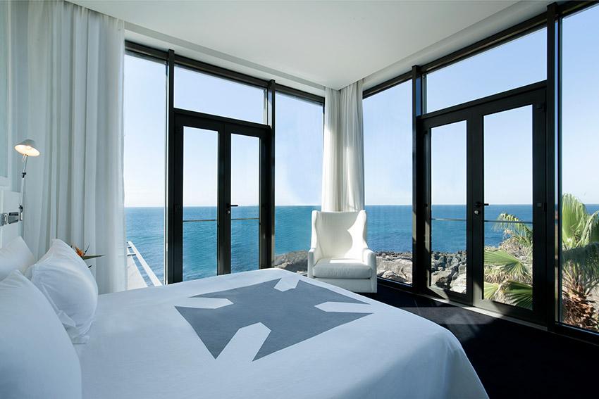 Un exclusivo refugio de dise o en los acantilados de for Hotel design genes