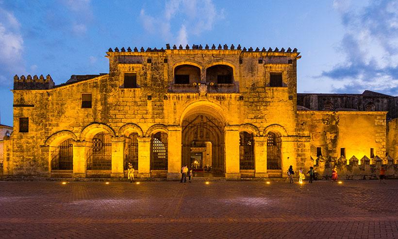 Un paseo por los rincones más bellos de Santo Domingo entre moda, color y ritmo sabrosón