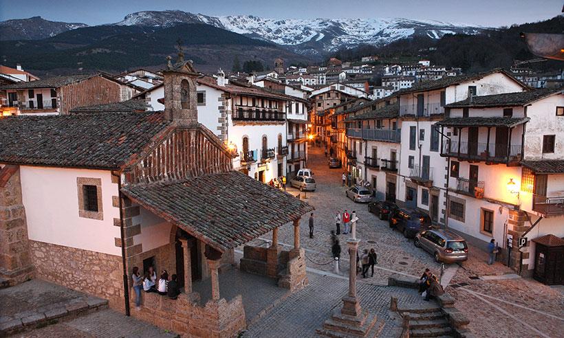 Montemayor del Río, Béjar y Candelario, tres pueblos serranos para desgranar en una ruta en coche