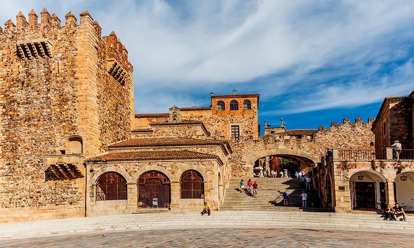 Cáceres, la ciudad bimilenaria, en 10 imprescindibles (alguno muy moderno)