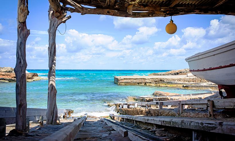 Playas azul Formentera, la esencia del Mediterráneo más puro