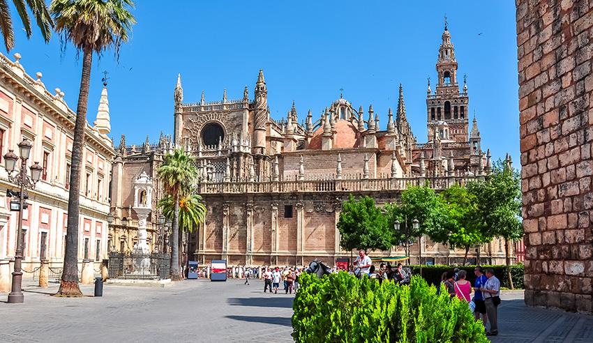 Una catedral para una boda que ha revolucionado la capital sevillana