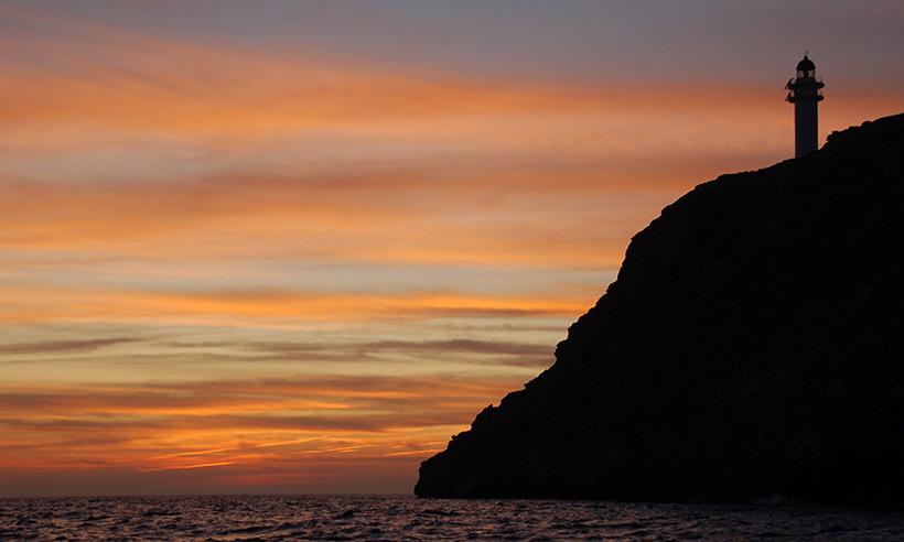 De faro en faro por Formentera, magia sobre el mar