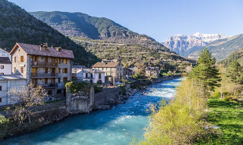 Pueblos encantadores de Huesca para disfrutar de la montaña
