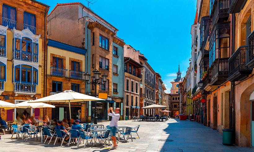 Oviedo, resumida en 1 día, para descubrirla y salir de fiesta