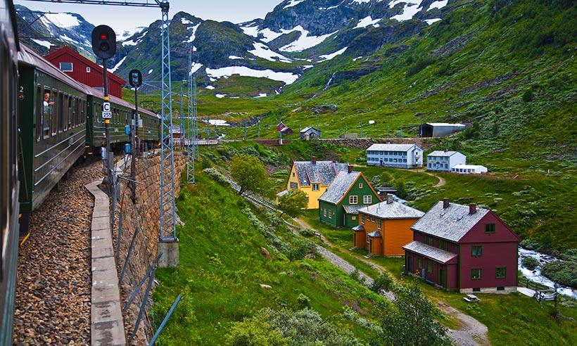 El viaje en tren más bonito del mundo, por los fiordos noruegos