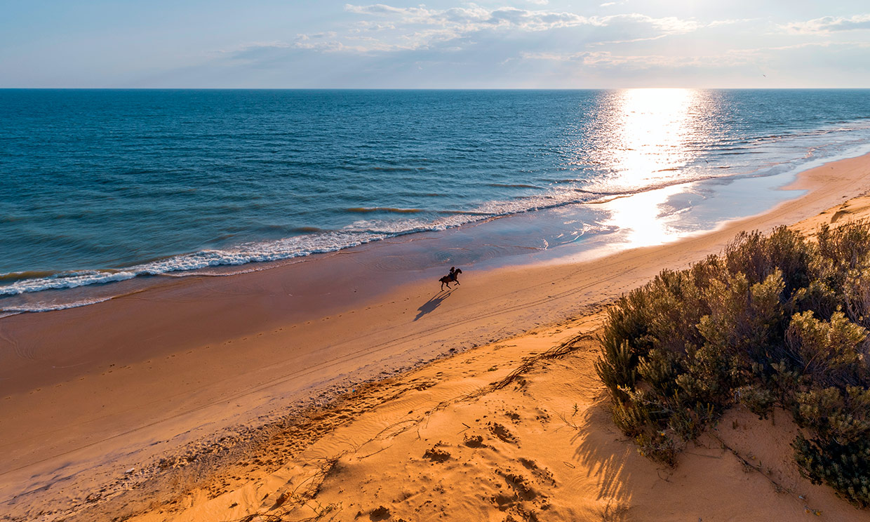 Las playas más largas de España, aquí es difícil rozarse