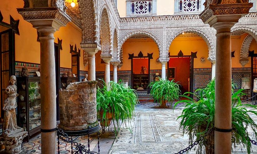 Sevilla de palacio en palacio, grandes tesoros más allá de la Giralda
