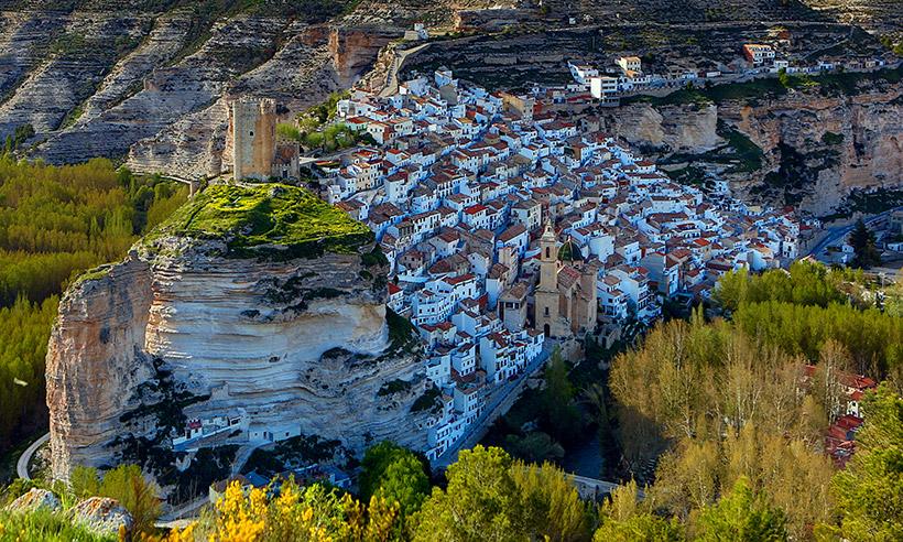 Alcalá de Júcar, un cañón, un castillo, cuevas y aventuras en el río