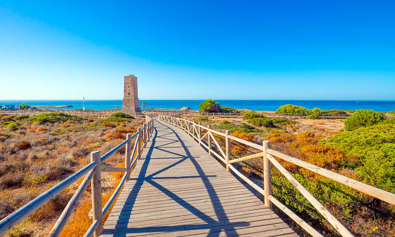 Playas de Málaga donde rematar un verano diferente al sol
