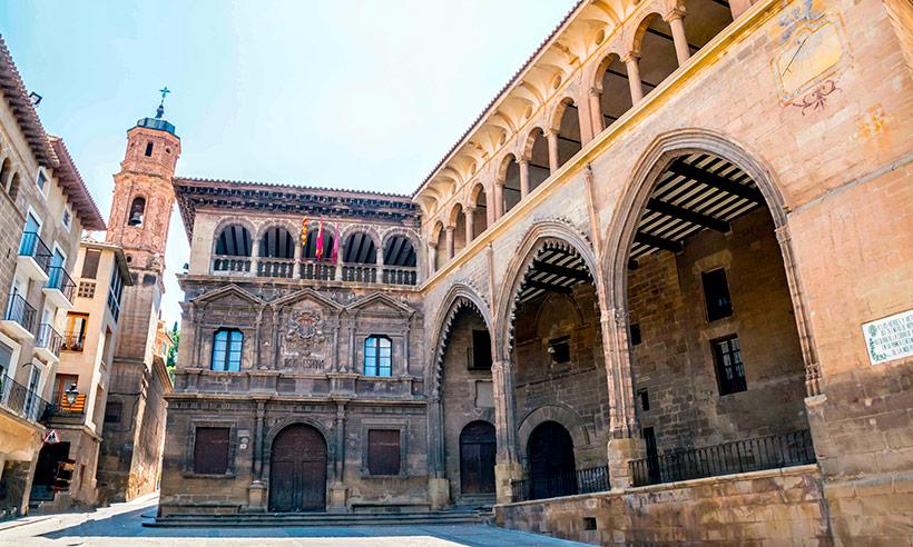 Alcañiz, un pueblo monumental a la vista y sorprendente bajo tierra