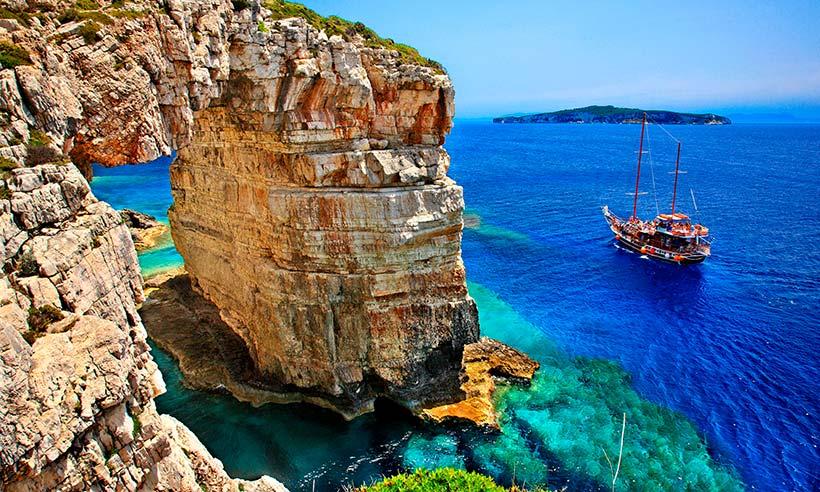 La isla de las cuevas azules, un gran descubrimiento en el Mediterráneo