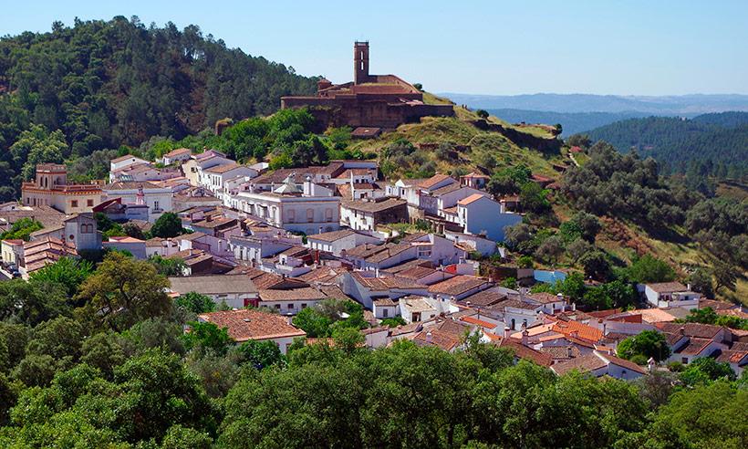 Pueblos de Huelva (que no son Aracena) para disfrutar del jamón